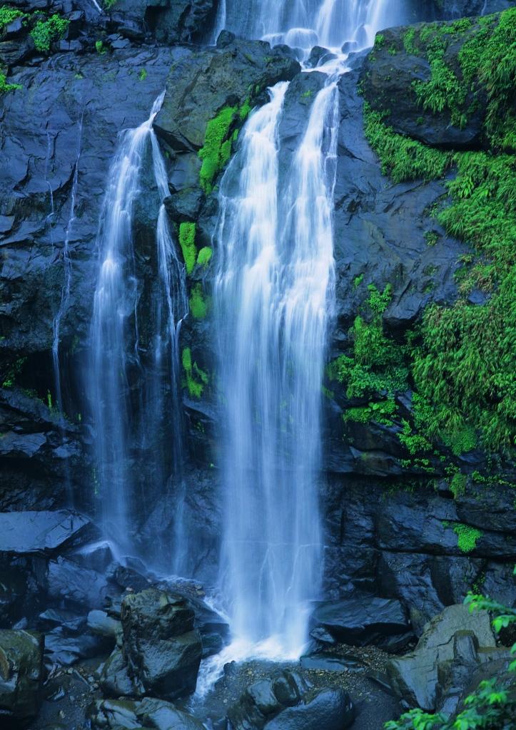 壁纸 风景 旅游 瀑布 山水 桌面 723_1024 竖版 竖屏 手机